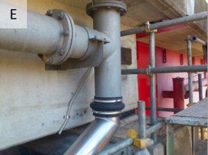 高気密ステンレス排水管と鋼管を伸縮管で接続例