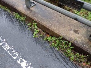 橋梁排水桝が詰まり排水不具合例