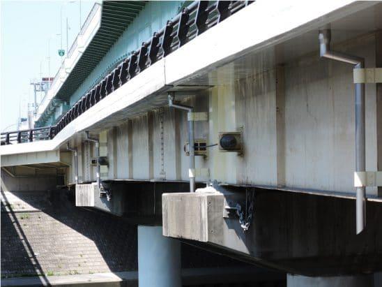 橋梁用排水管 垂れ流し施工例