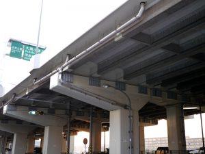 高気密ステンレス排水管を補修工事で首都高へ設置した例