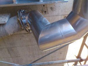 高気密ステンレス排水管と鋼管をフランジ使用し接続した例