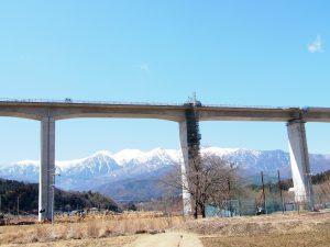 ハイピアの橋梁用へ排水管を設置した例
