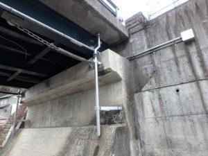 橋梁用排水管のφ100設置例 上下部伸縮管有り